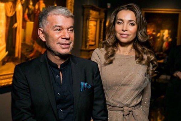 Жена Олега Газманова привела в восторг роскошной внешностью