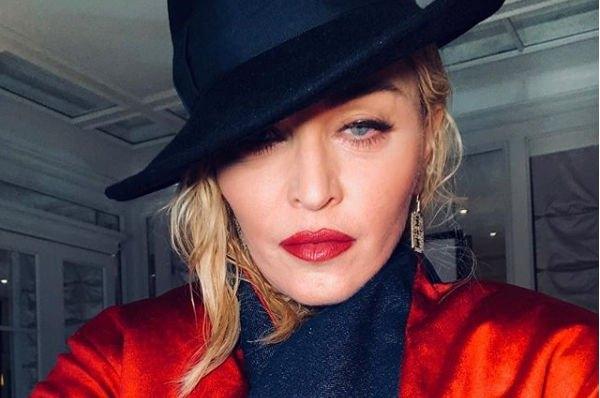 Мадонна снялась в новой фотосессии в кружевном белье