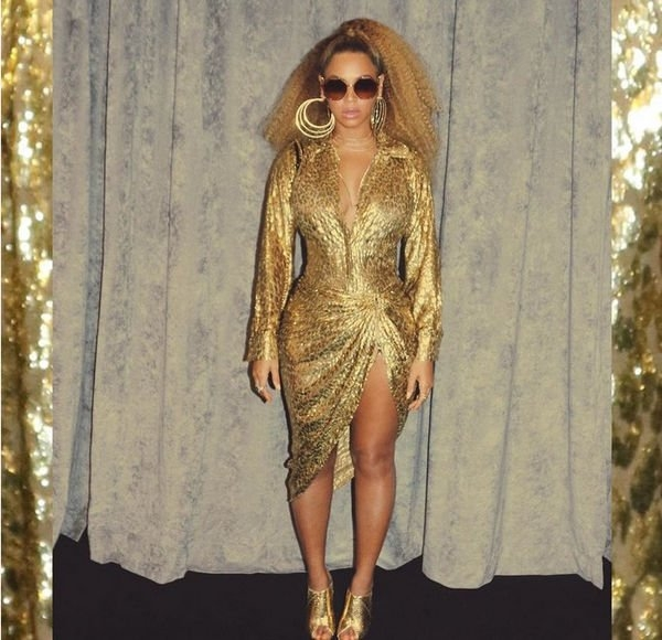 Бейонсе показала сексуальное золотое платье