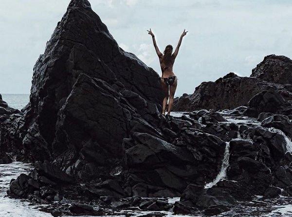 51-летняя Холли Берри показала фигуру в бикини
