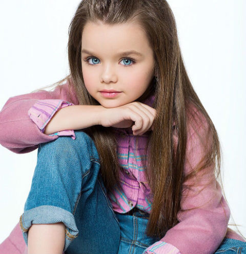 Шестилетнюю Анастасию Князеву из Подмосковья признали самой красивой девочкой в мире