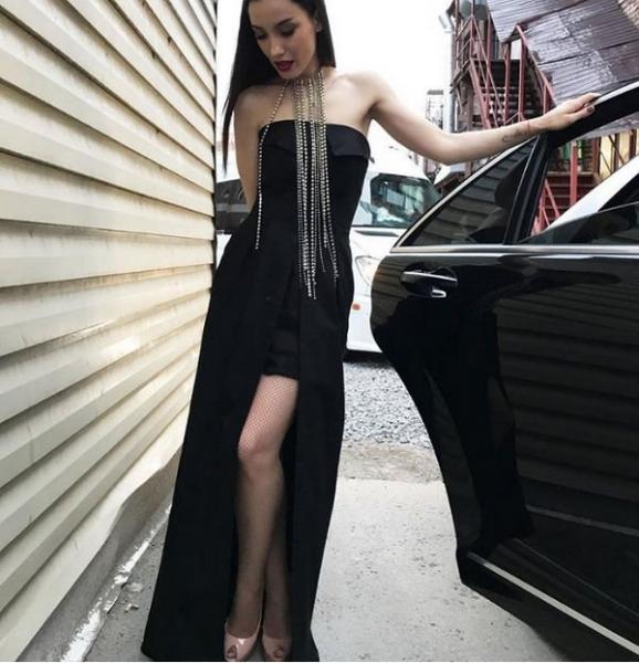 Виктория Дайнеко восхитила фанатов новым снимком в роскошном образе