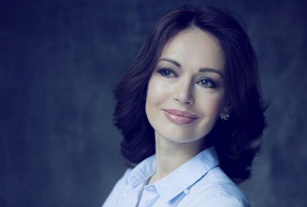 Чересчур яркий макияж Ирины Безруковой был раскритикован фанатами