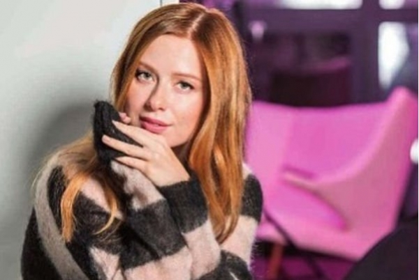 Юлия Савичева отправилась на гастроли впервые после рождения дочери