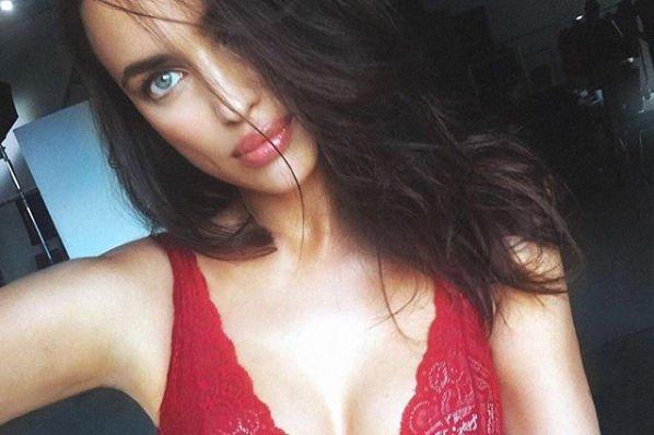 Ирина Шейк предстала полностью голой на новых снимках