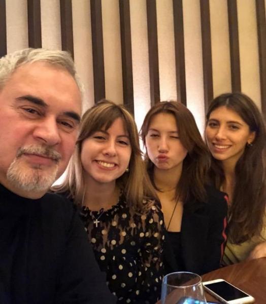 Валерий Меладзе показал редкий снимок с дочками