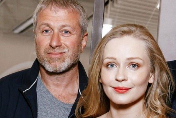 Роман Абрамович и Юлия Пересильд снова заставили говорить об их романе