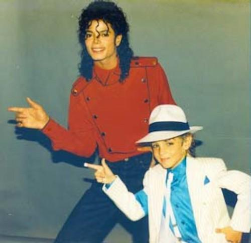 Суд отклонил иск, в котором обвиняется в домогательствах Майкл Джексон
