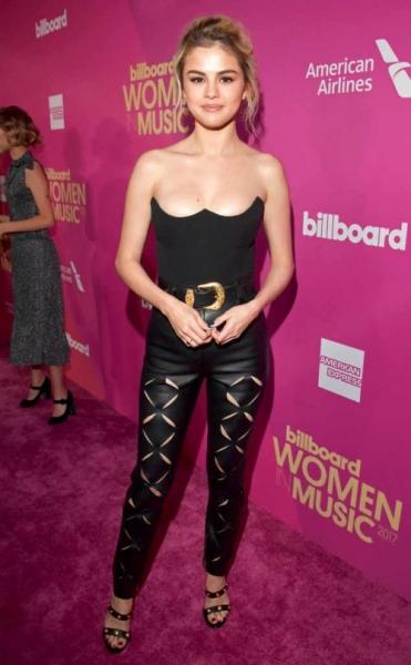 Селена Гомес посетила церемонию Billboard вместе с Франсисой Райсой