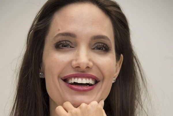 Анджелина Джоли предалась воспоминаниям о совместной работе с бывшим мужем