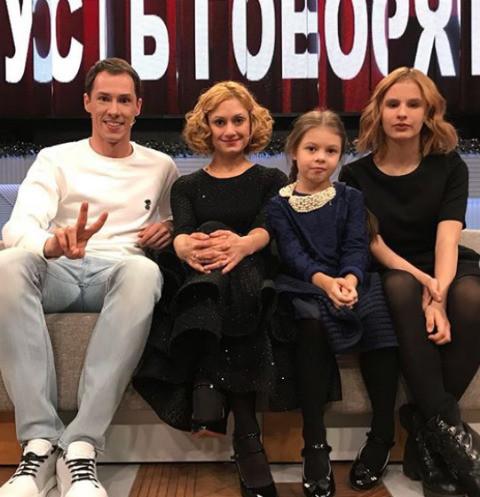 Карина Мишулина познакомила дочерей с Тимуром Еремеевым