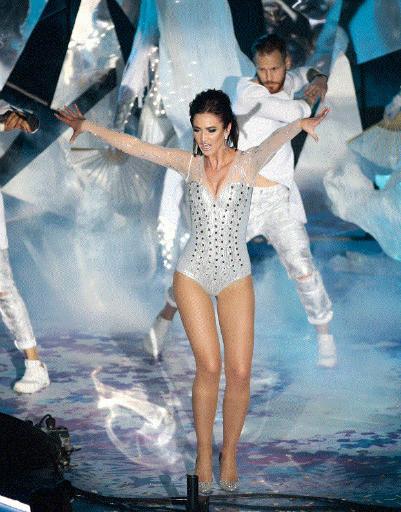 Ольга Бузова вышла на сцену «Олимпийского» в сексуальном боди