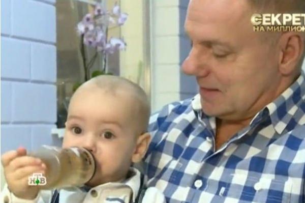 Александр Мохов долгое время не показывал младшего сына