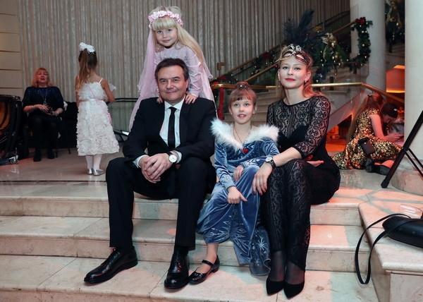 Алексей Учитель и Юлия Пересильд вывели в свет подросших детей
