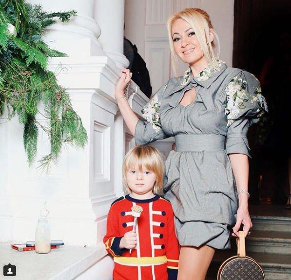 Яна Рудковская подверглась критике за новый наряд