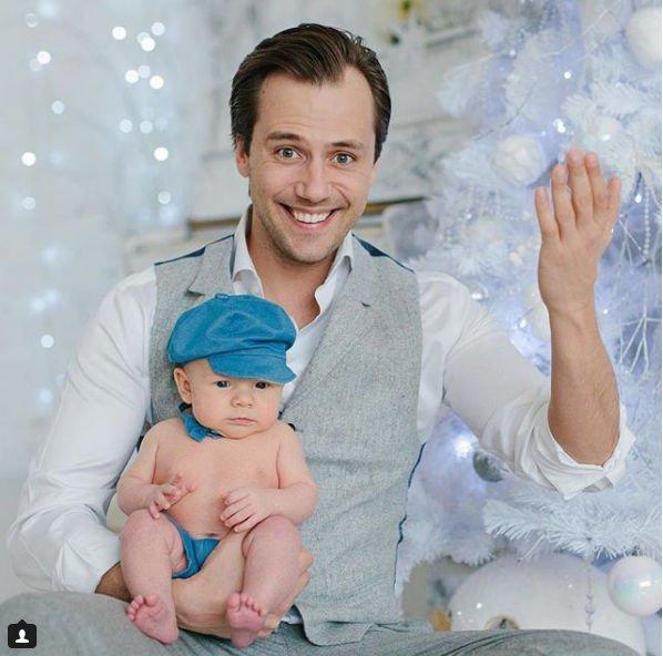Иван Жидков впервые опубликовал фотографию сына, на котором видно его лицо