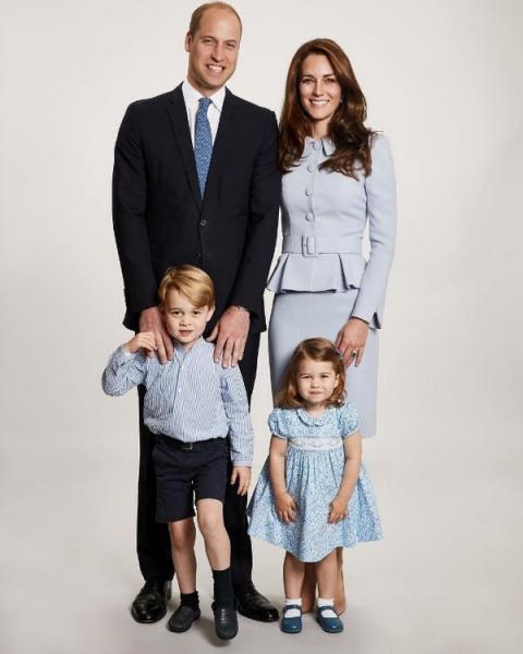 Принц Уильям и Кейт Миддлтон снялись в новой фотосессии всей семьей