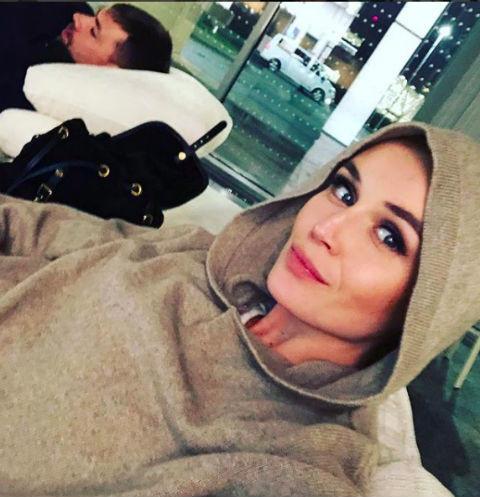 Полина Гагарина зажгла в самолете