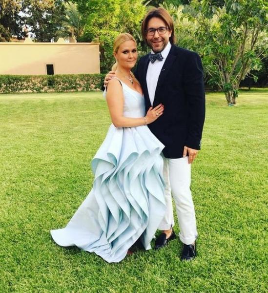 Супруга Андрея Малахова поразила роскошной фигурой через месяц после рождения сына