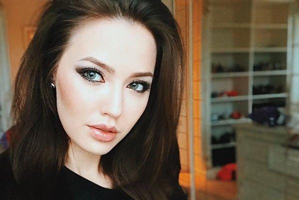 Анастасия Костенко отреагировала на критику в свой адрес, разместив новую фотографию в бикини
