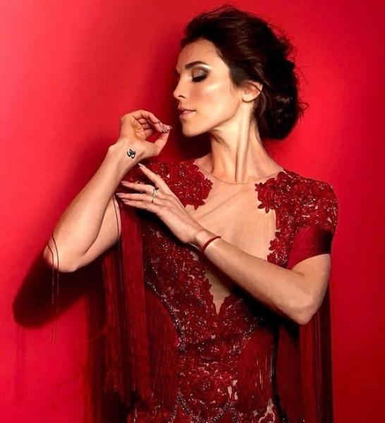 Сати Казанова показала странное платье