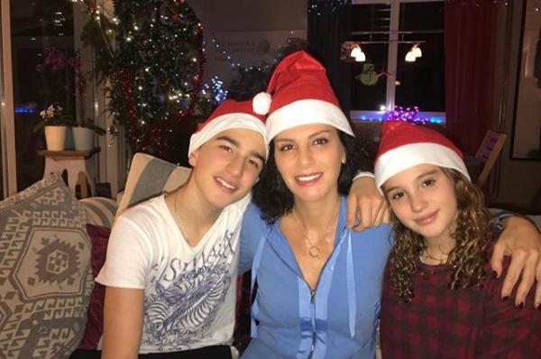 Супруга Дмитрия Хворостовского выложила в сеть рождественское фото с детьми