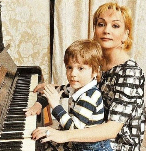 Татьяна Буланова загремела в больницу вместе с сыном