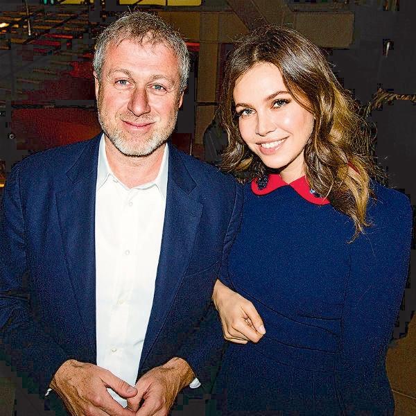 Греческий миллиардер расстался с невестой ради Даши Жуковой