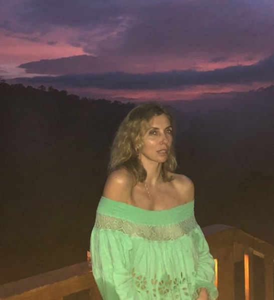 Светлана Бондарчук не надела под прозрачный наряд нижнее белье и засветила груди