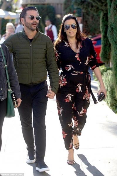 Беременная Ева Лонгория прогулялась по Лос-Анджелесу