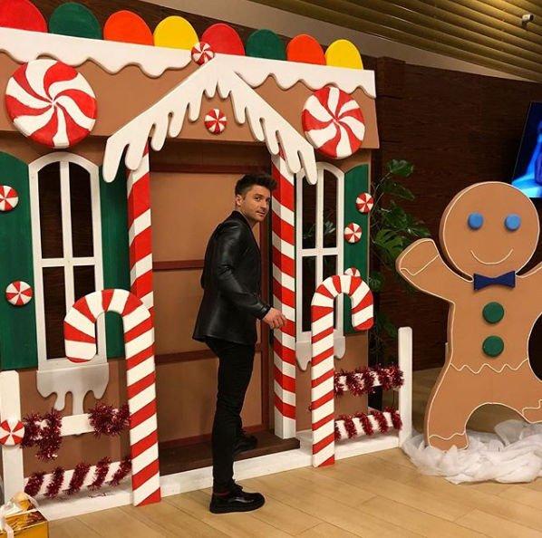 Сергей Лазарев опубликовал рождественское фото своего сына