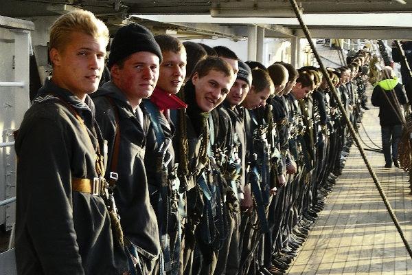 А ну-ка, мальчики! Какие навыки в армии приобрели Астахов, Буйнов и Ивлев