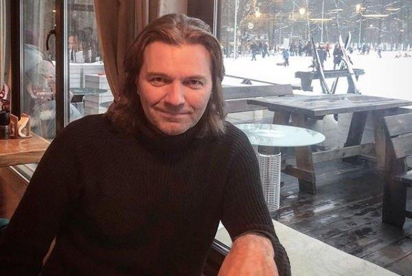 Дмитрий Маликов похвастался спортивным телом
