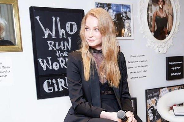 Светлана Ходченкова поделилась совместным снимком с коллегой, спровоцировав слухи о новом романе