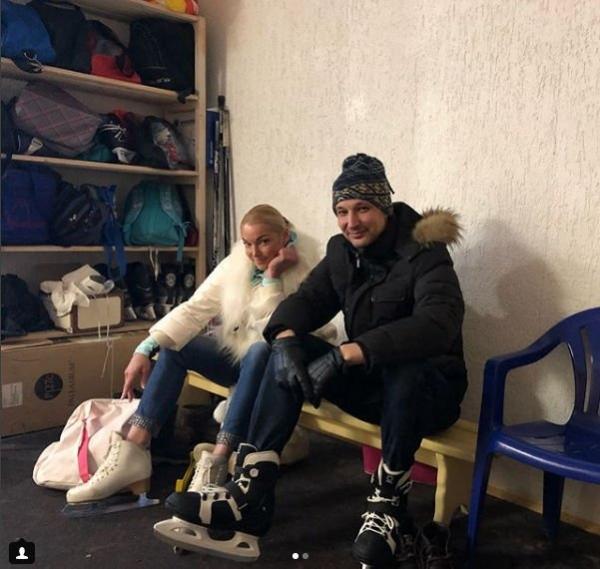 Анастасия Волочкова, не надев нижнее белье, вызвала возмущение фанатов