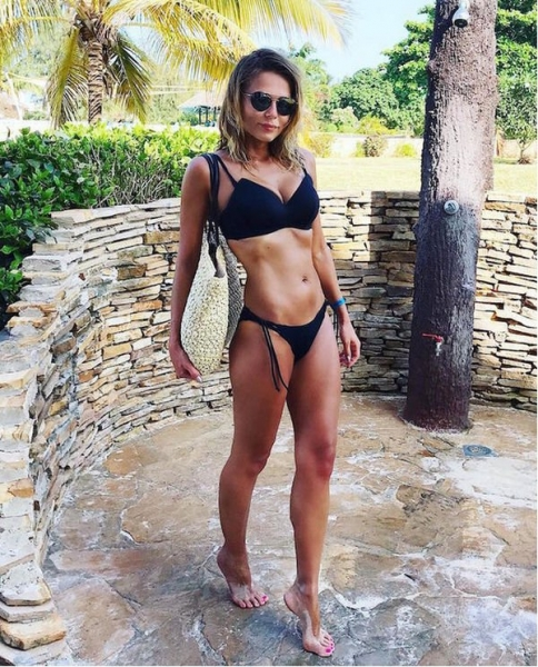 Ксения Новикова показала результат своего похудения в синем бикини
