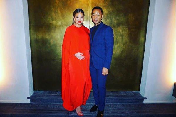 Беременная Крисси Тейген решилась на откровенный снимок