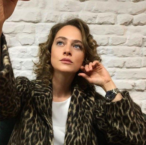 Аглая Тарасова вынуждена терпеть оскорбления со стороны поклонниц Милоша Биковича