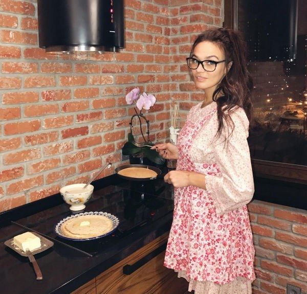 Поклонники уверены в беременности Алены Водонаевой