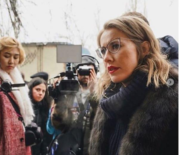 Ксению Собчак жестко раскритиковали за отретушированный снимок