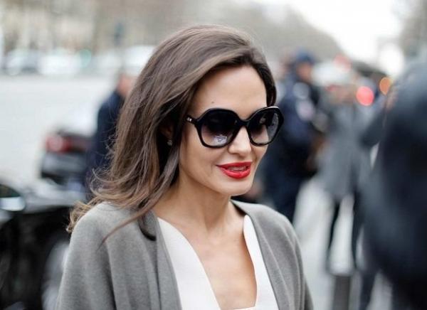 Анджелина Джоли позволила рассмотреть лицо крупным планом