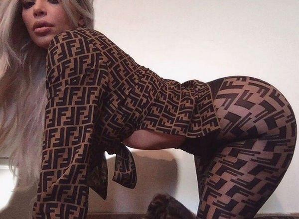 Ким Кардашьян шокировала, надев прозрачные легинсы без нижнего белья