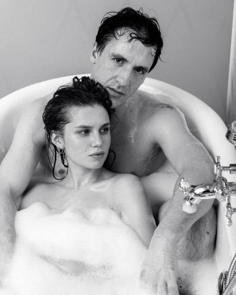 Артур Смольянинов и Дарья Мельникова снялись обнаженными в эротической фотосессии