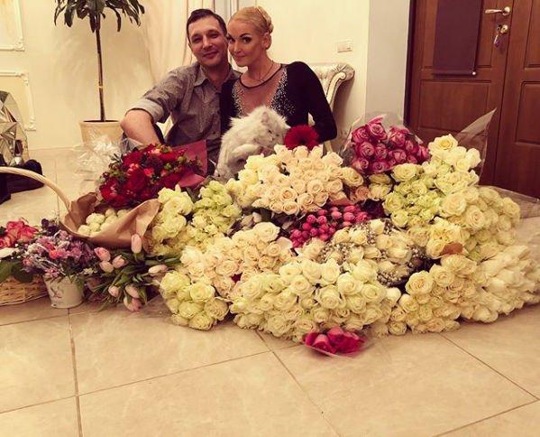 Рядом с новым возлюбленным Анастасия Волочкова перестала эпатировать общественность
