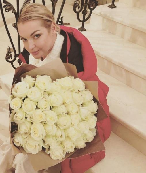 Анастасия Волочкова возмущена организованной на нее атакой