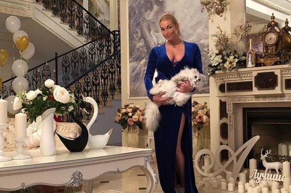 Анастасия Волочкова решила посмеяться над теми, кто ее критикует