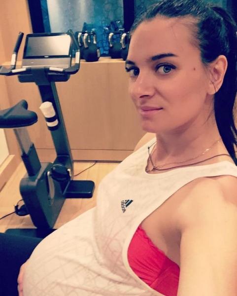 Елена Исинбаева продолжает активные тренировки на 9-м месяце беременности