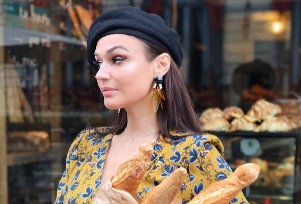 Алена Водонаева пытается разнообразить сексуальную жизнь, посещая секс-шоп