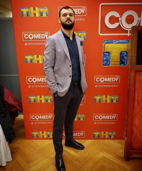 Резидент Comedy Club считает, что конфликт с Ольгой Бузовой был раздут ее фанатами