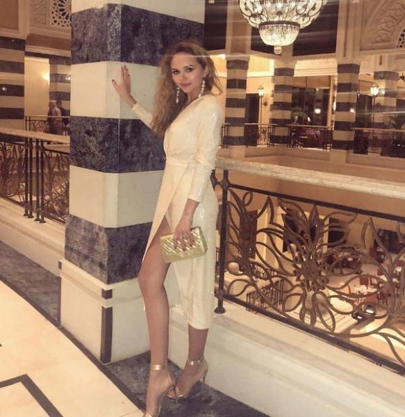 Стефания Маликова показала очередное дизайнерское платье на 18-летие